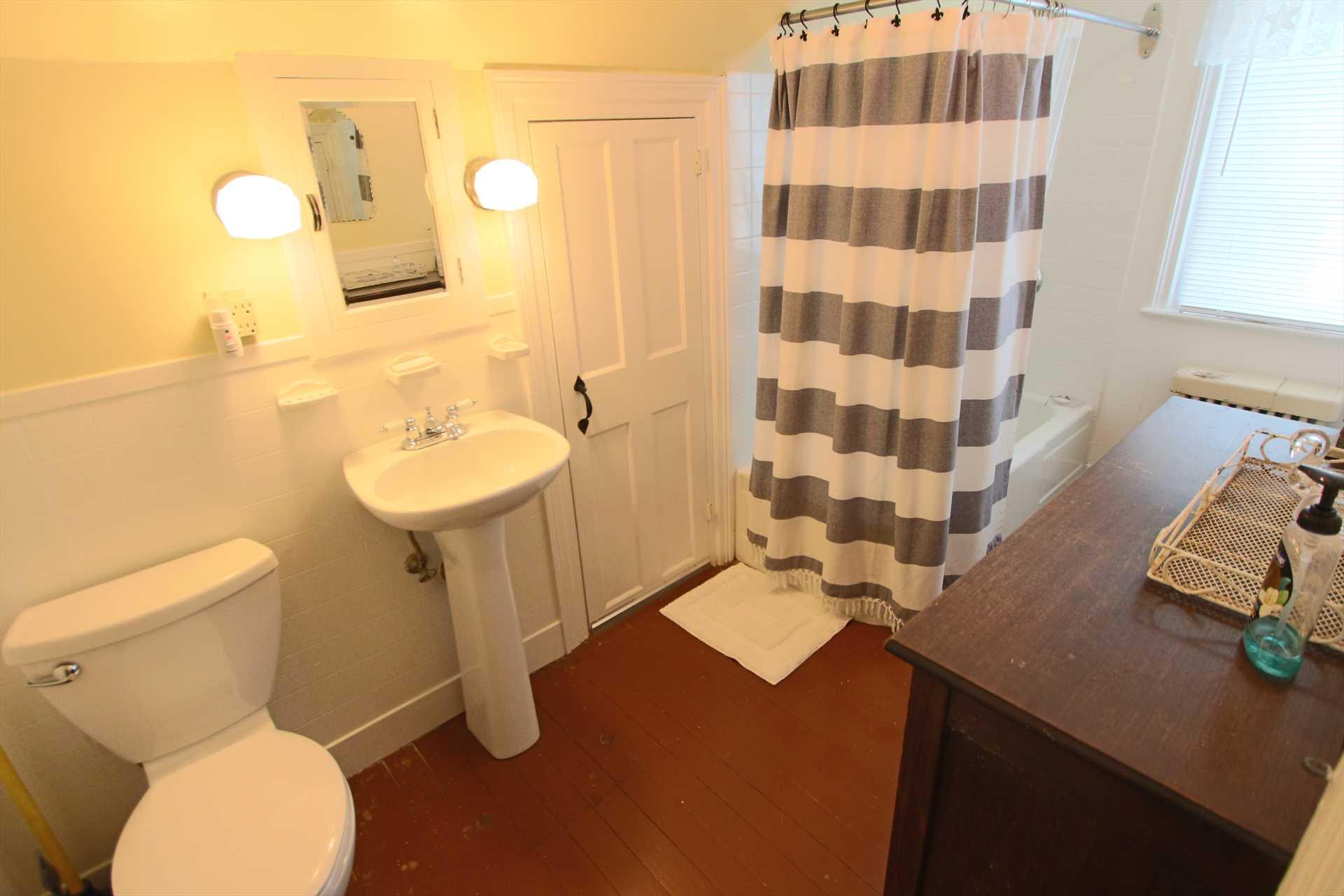 Bathroom - 2nd Floor - Tub & Shower