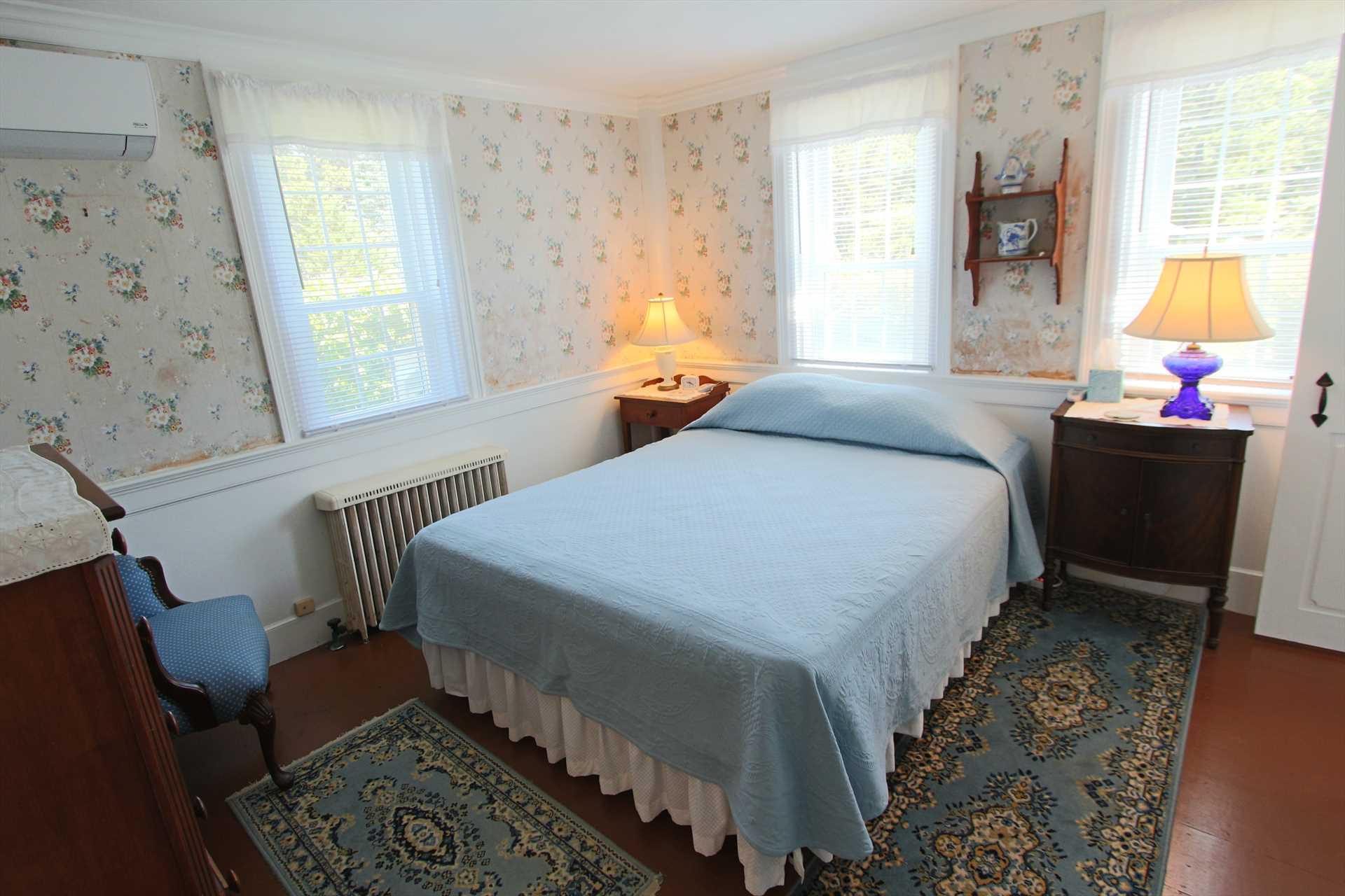 Bedroom #1-   1 Queen- 1st Floor