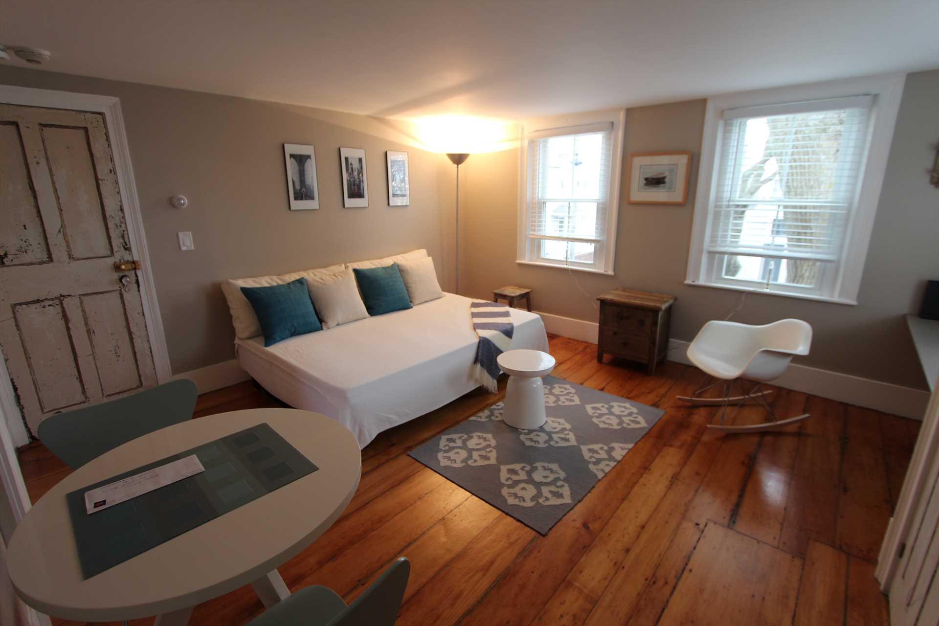 Living Room/ Bedroom