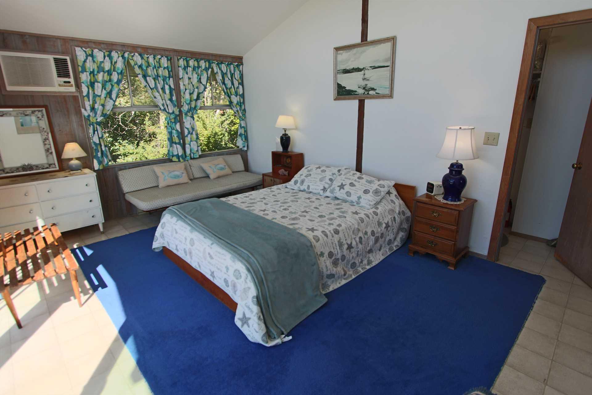 Bedroom # 1 - Queen - 1st Floor